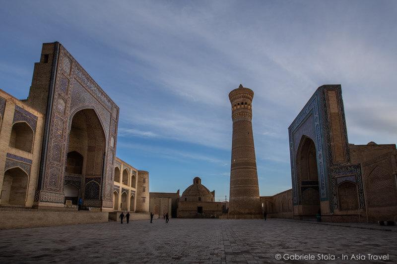 minareto-Kalyan-Miri-Arab-madrasa-Mosque-Kalyan-Po-i-Kalyan © Gabriele Stoia