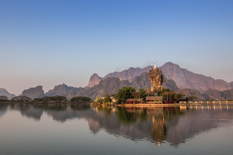 Tour South Myanmar - Kyaut Ka Latt Pagoda - Hpa An - Myanmar © Gabriele Stoia - In Asia Travel