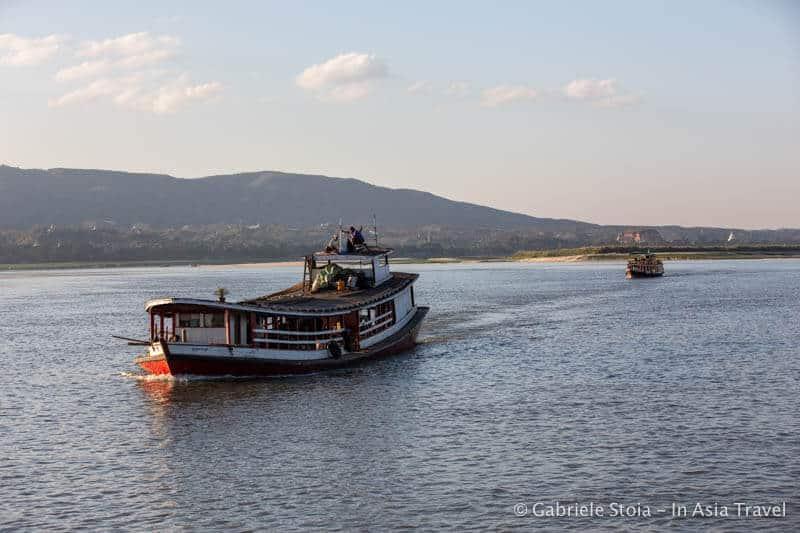Battello sul fiume Irrawaddy a Mandalay