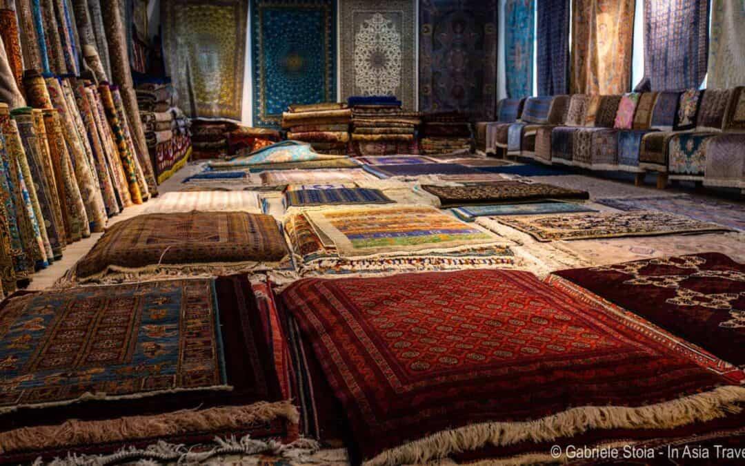 Cosa comprare in Uzbekistan: tappeti, gioielli e artigianato uzbeko